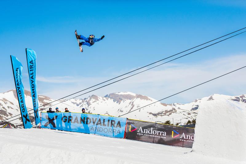 Michael Schaerer and Julia Marino take victory  in the 2019's Grandvalira Total Fight snowboard